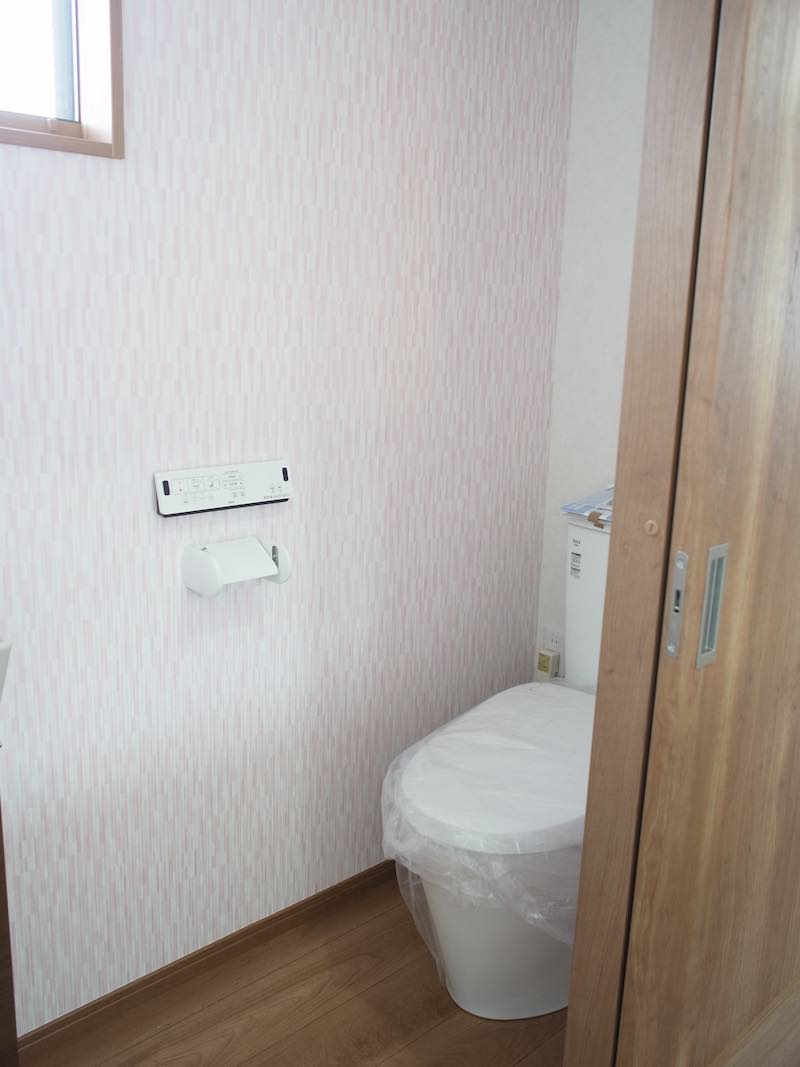 トイレ(2F)